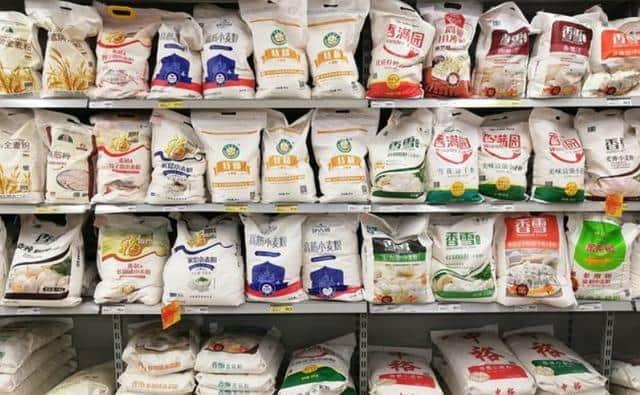 """面粉袋生产厂家告诉您 买面粉时,只要袋子上有""""这行字"""",都是优质面粉"""